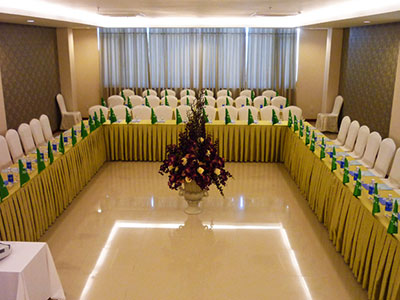 Derhao company provides high quality conference tablecloths with good price