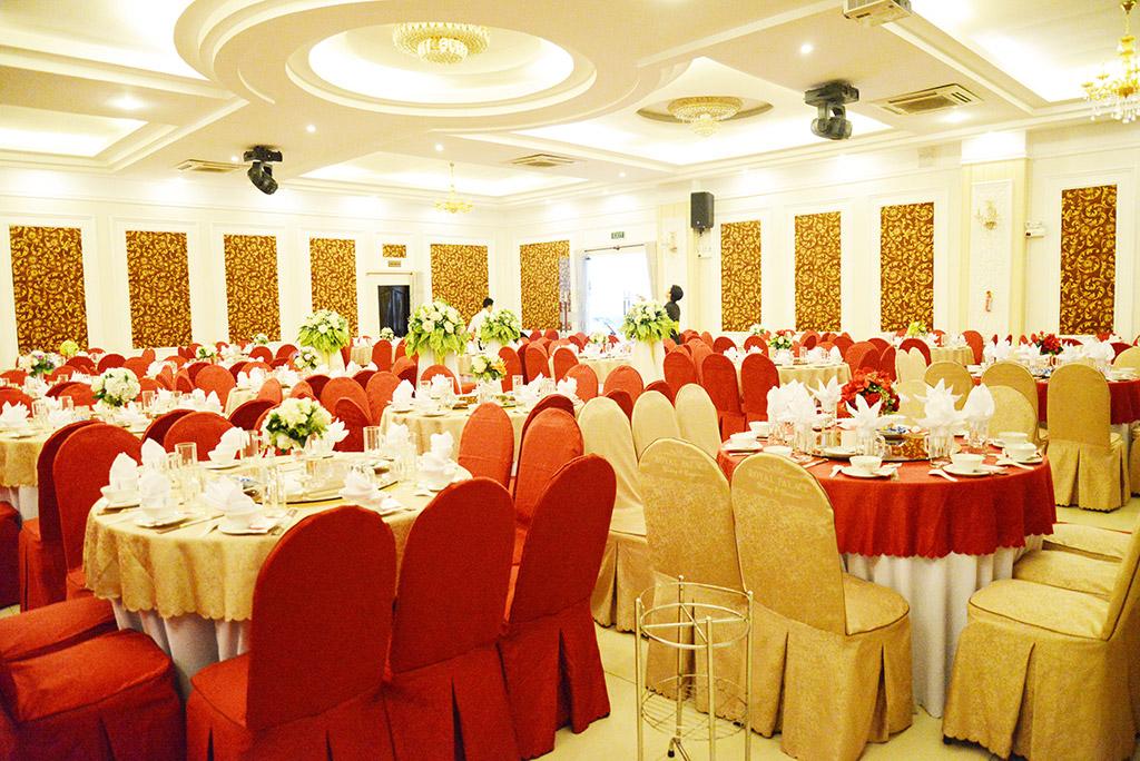 Cung cấp áo phủ ghế cho nhà hàng tiệc cưới