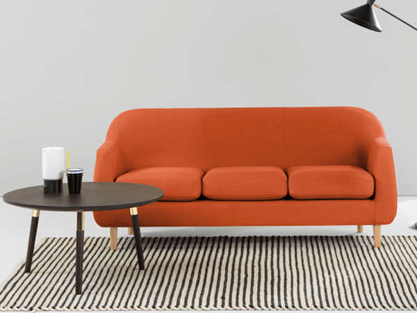Bọc ghế sofa bằng chất liệu vải bố.